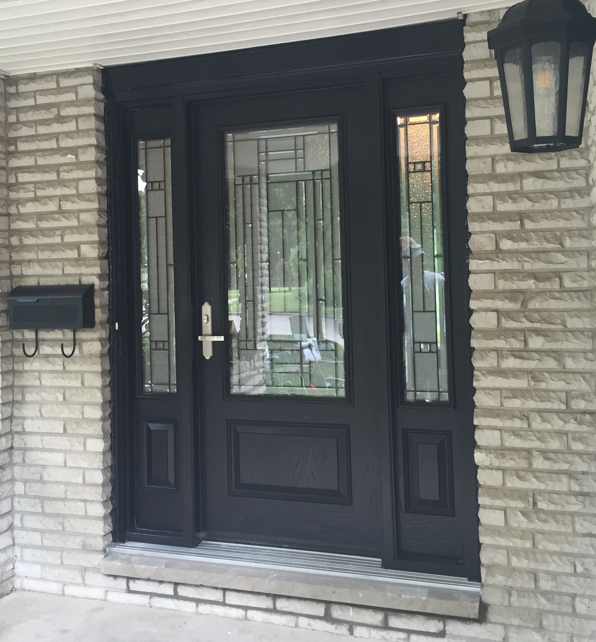 Fiberglass door with sidelights heritage renovations for Fiberglass entry doors with sidelights